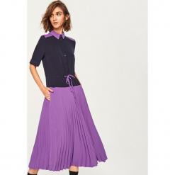 Sukienka w plisowanym dołem - Fioletowy. Fioletowe sukienki marki Reserved, plisowane. Za 199,99 zł.