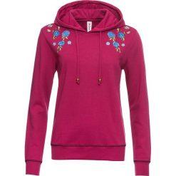 Bluza z kapturem i haftem bonprix jeżynowo-czerwony. Czerwone bluzy z kapturem damskie bonprix, z haftami. Za 89,99 zł.