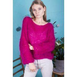 Swetry klasyczne damskie: Sweter Fuksja