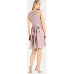 Swing Sukienka koktajlowa hellbraun. Brązowe sukienki koktajlowe marki Swing, z materiału. W wyprzedaży za 471,20 zł.