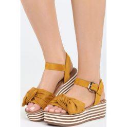 Żółte Sandały Fly Blind. Żółte sandały damskie Born2be, z materiału, na koturnie. Za 69,99 zł.