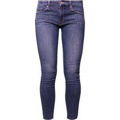 Mother LOOKER ANKLE FRAY Jeans Skinny Fit girl crush. Niebieskie rurki damskie Mother. Za 1189,00 zł.