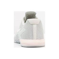 Nike Performance METCON 4 Obuwie treningowe light silver/white/guava ice/mica green. Zielone buty sportowe damskie Nike Performance, z materiału. Za 549,00 zł.