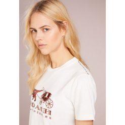 Coach REXY AND CARRIAGE Tshirt z nadrukiem white. Czarne t-shirty damskie marki Coach. Za 629,00 zł.