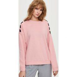 Bluzy rozpinane damskie: Bluza z wiązaniem na ramionach - Różowy