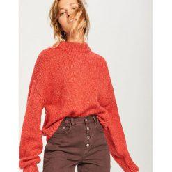 Sweter z domieszką wełny - Pomarańczo. Czerwone swetry klasyczne damskie marki Lemoniade, na lato, ze splotem, z asymetrycznym kołnierzem. Za 119,99 zł.