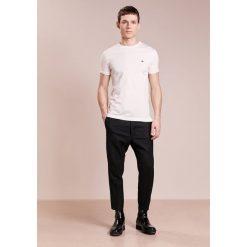 Chinosy męskie: Vivienne Westwood SERGE CROPPED Spodnie materiałowe black