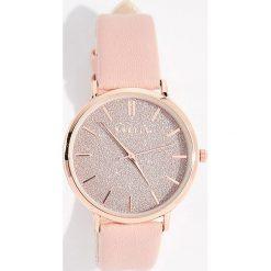 Zegarek z brokatową tarczą - Różowy. Czerwone zegarki damskie Mohito. Za 49,99 zł.