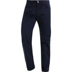Spodnie męskie: Carhartt WIP SKILL CORTEZ Spodnie materiałowe navy rinsed