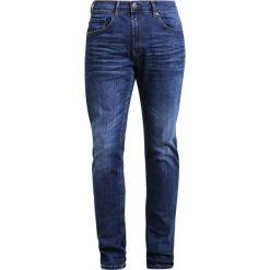 Casual Friday Jeansy Slim Fit navy. Niebieskie jeansy męskie relaxed fit marki Casual Friday, z bawełny. W wyprzedaży za 179,40 zł.