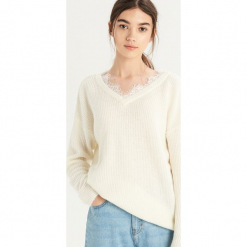 Sweter z koronką - Kremowy. Białe swetry klasyczne damskie Sinsay, l, z koronki. Za 59,99 zł.