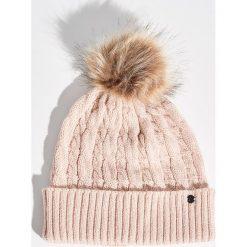Czapka z pomponem - Różowy. Czerwone czapki zimowe damskie marki Sinsay. Za 24,99 zł.