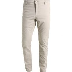 Chinosy męskie: DOCKERS Chinosy safari beige