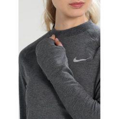 Nike Performance CREW MOCK RUN DIVISION Koszulka sportowa black. Czarne topy sportowe damskie marki Nike Performance, xl, z elastanu, z długim rękawem. W wyprzedaży za 142,45 zł.