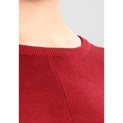 Swetry klasyczne damskie: Zizzi OCARRIE  Sweter red pear