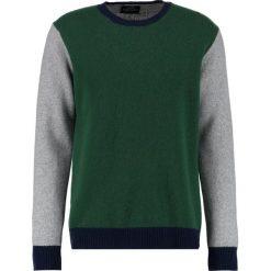 Mads Nørgaard KENNY Sweter army. Zielone swetry klasyczne męskie Mads Nørgaard, m, z materiału. W wyprzedaży za 349,30 zł.