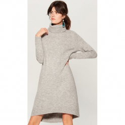 Swetrowa sukienka z domieszką wełny - Szary. Czerwone sukienki z falbanami marki Mohito, l, w koronkowe wzory. Za 119,99 zł.