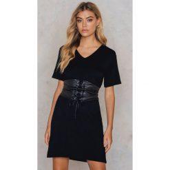 Sukienki hiszpanki: Boohoo Sukienka Petite – Black