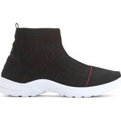 Czarno-Czerwone Sneakersy Stole The Show. Czarne sneakersy damskie marki Born2be, z materiału. Za 79,99 zł.