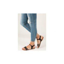 Sandały Casu  Czarne sandały płaskie zdobione kryształkami  K18X5/B. Czarne rzymianki damskie Casu, na płaskiej podeszwie. Za 29,99 zł.