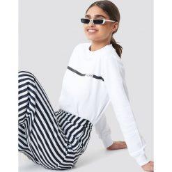 Bluzy damskie: NA-KD Urban Bluza J'adore - White