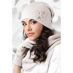 Czapka damska Crema. Szare czapki zimowe damskie Astratex, na zimę, z aplikacjami. Za 63,04 zł.