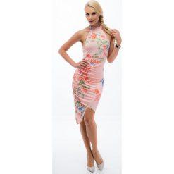 Łososiowa sukienka z wiązaniem przy szyi TA6184. Różowe sukienki marki numoco, l, z dekoltem w łódkę, oversize. Za 54,00 zł.