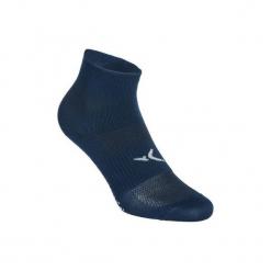 Skarpety antypoślizgowe Gym & Pilates. Niebieskie skarpetki męskie DOMYOS, z elastanu. Za 19,99 zł.