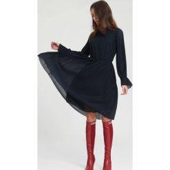 Granatowa Sukienka Bottom Line. Niebieskie sukienki hiszpanki other, uniwersalny, midi. Za 109,99 zł.