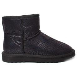 Botki w kolorze czarnym. Czarne buty zimowe damskie Carla Samuel, na zimę, ze skóry. W wyprzedaży za 189,95 zł.