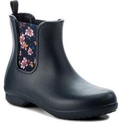 Kalosze CROCS - Freesail Chelsea Boot W 204630 Navy/Floral. Niebieskie buty zimowe damskie marki Crocs, z materiału. Za 219,00 zł.