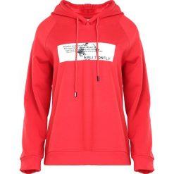Czerwona Bluza Crush Me Fine. Czerwone bluzy sportowe damskie Born2be, l, z nadrukiem. Za 79,99 zł.