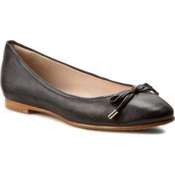 Baleriny CLARKS - Grace Lily 261230524 Black Leather. Czarne baleriny damskie lakierowane Clarks, z materiału. Za 399,00 zł.