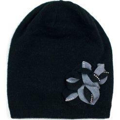 Czapka damska Falling leaves czarna (cz15370). Czarne czapki zimowe damskie marki Art of Polo. Za 66,01 zł.
