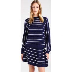 Swetry klasyczne damskie: NORR Sweter navy
