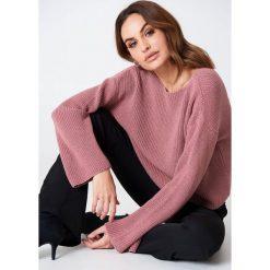 NA-KD Krótki sweter z dzianiny z długim rękawem - Pink. Niebieskie swetry klasyczne damskie marki NA-KD, z satyny. Za 121,95 zł.