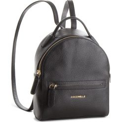Plecak COCCINELLE - CF8 Clementine Soft E1 CF8 54 01 01 Noir/Noir 001. Czarne plecaki damskie Coccinelle, ze skóry. W wyprzedaży za 799,00 zł.