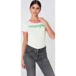 Wrangler T-shirt retro Kabel - Yellow. Żółte t-shirty damskie Wrangler, z nadrukiem, z bawełny, z kontrastowym kołnierzykiem. Za 121,95 zł.