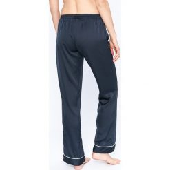 Emporio Armani - Spodnie piżamowe. Szare piżamy damskie marki Emporio Armani, l, z nadrukiem, z bawełny, z okrągłym kołnierzem. W wyprzedaży za 239,90 zł.