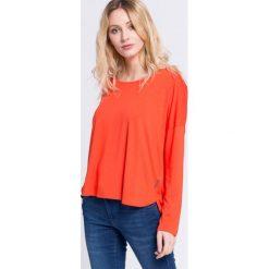 Reebok - Bluzka. Pomarańczowe bluzki nietoperze marki Reebok, l, z dzianiny, casualowe, z okrągłym kołnierzem. W wyprzedaży za 79,90 zł.