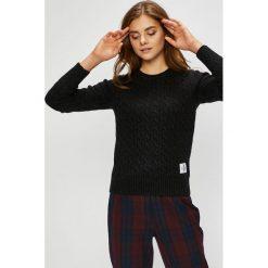Calvin Klein Jeans - Sweter. Szare swetry klasyczne damskie marki Calvin Klein Jeans, l, z dzianiny, z okrągłym kołnierzem. Za 499,90 zł.