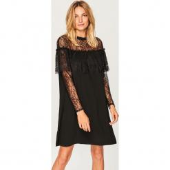 Sukienka z koronką - Czarny. Czarne sukienki koronkowe Reserved, w koronkowe wzory. W wyprzedaży za 59,99 zł.