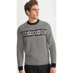 Klasyczny sweter w paski - Wielobarwn. Szare swetry klasyczne męskie Reserved, l, w paski, z klasycznym kołnierzykiem. Za 119,99 zł.