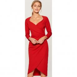 Sukienka midi z kopertową zakładką - Czerwony. Brązowe sukienki z falbanami marki Mohito, l, z kopertowym dekoltem, kopertowe. Za 169,99 zł.