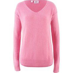 Swetry oversize damskie: Sweter oversize z rozcięciem bonprix malinowy