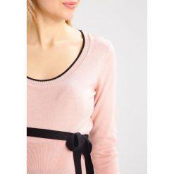 Swetry klasyczne damskie: Anna Field MAMA Sweter bridal rose/black