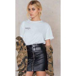 T-shirty damskie: Statement By NA-KD Influencers T-shirt Iva Nikolina – White