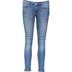 """Dżinsy """"Gina"""" - Slim fit - w kolorze niebieskim. Niebieskie jeansy damskie relaxed fit marki Mustang, z aplikacjami, z bawełny. W wyprzedaży za 217,95 zł."""