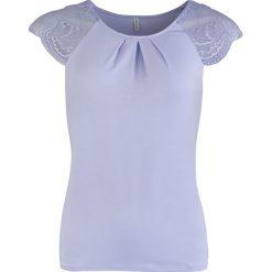 Koszulka piżamowa w kolorze lawendowym. Fioletowe koszule nocne i halki marki Short Stories, xs, w koronkowe wzory, z koronki. W wyprzedaży za 86,95 zł.