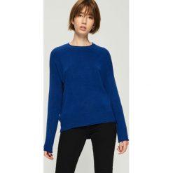 Gładki sweter basic - Niebieski. Niebieskie swetry klasyczne damskie Sinsay, l. Za 39,99 zł.